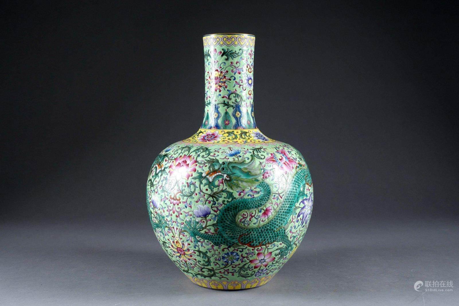 粉彩龙纹天球瓶