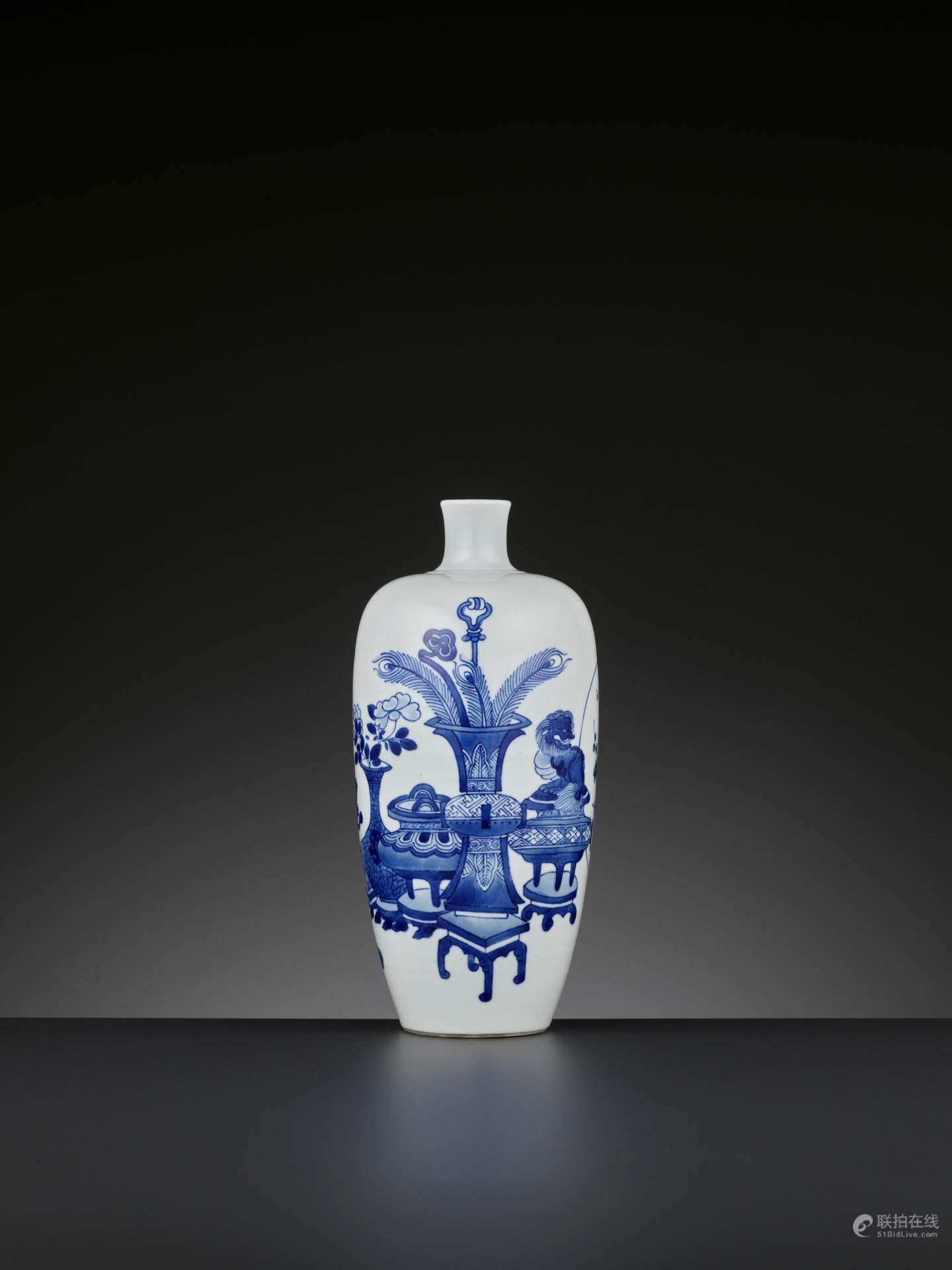 青花博古图瓶