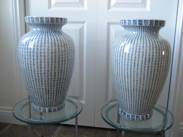 51BidLive-[Rare Pair Chinese B/W Porcelain Wanshou Vase Kangxi]