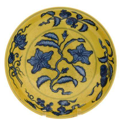 A Chinese yellow ground dish with cobalt blue floral underglaze decoration, with a Hongzhi mark, H 5,5 - D 30 cm
