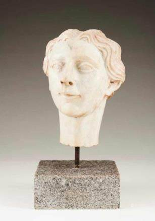 Feminine bust Marble sculpture Italy, late 18th, early 19th century Height: 33 cm