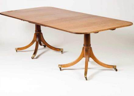 A dining table in the English style Mahogany Brass castors (with one extension board) 71,5x172x106,