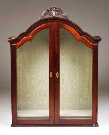 A D. José (1750-1777)/ D. Maria (1777-1816) oratory Mahogany Carved and gilt decoration Green silk