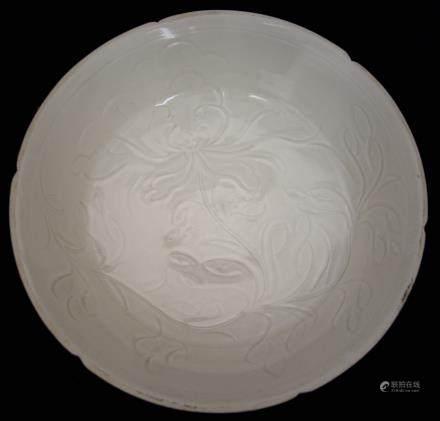 白瓷雕花盤