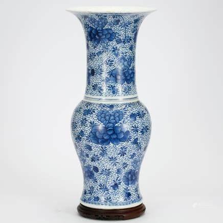 CHINESE BLUE AND WHITE YEN YEN VASE QING DYNASTY