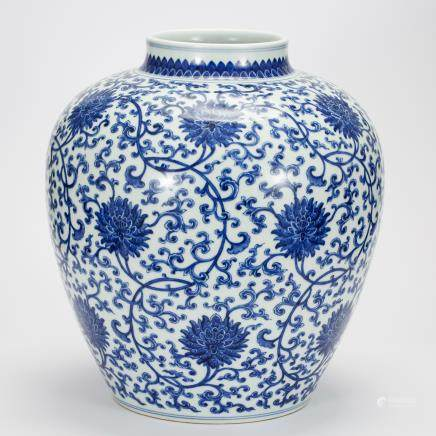 CHINESE BLUE AND WHITE FOLIAGE JAR QING DYNASTY