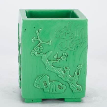 CHINESE GREEN PEKING GLASS SQUARE BRUSH POT,