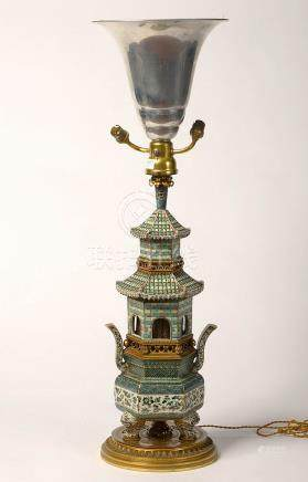 Grand brûle-parfum tripode en porcelaine polychrome de Chine