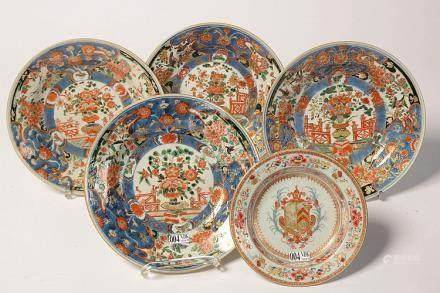 Ensemble de cinq porcelaines polychromes de Chine comprenant