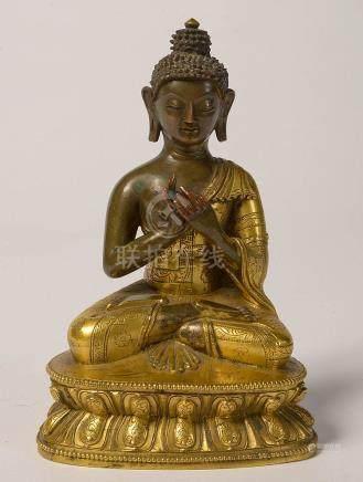 Bouddha en bronze à patine dorée et brune. Travail sino-tibé