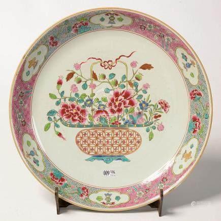 """Plat rond en porcelaine polychrome de Chine au décor au """"Pan"""