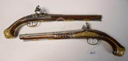 Paire de pistolets à silex de Carlsbad. Garniture en bronze