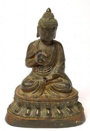 """Bouddha assis"" en bronze à patine brune. Travail chinois. E"