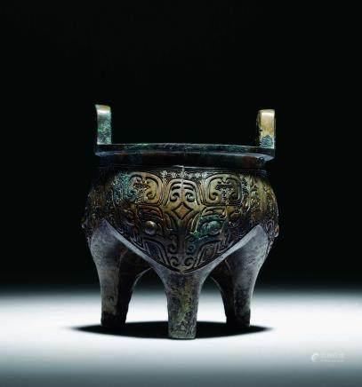 商青铜饕餮纹鬲鼎
