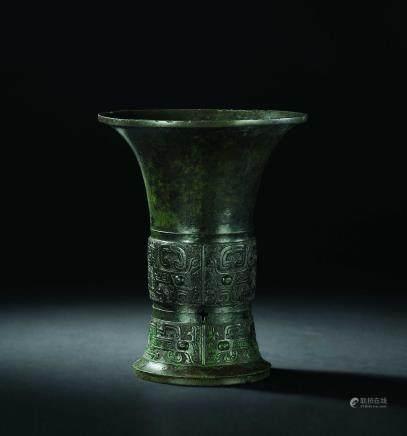 西周青铜饕餮纹尊