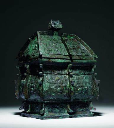 商青铜饕餮纹出戟方彝