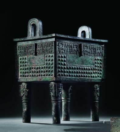 西周青铜饕餮纹方鼎