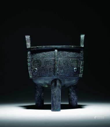 西周青铜饕餮纹鼎