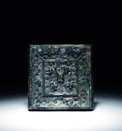 唐青铜海兽葡萄纹方镜