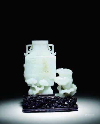 清中期白玉灵芝方瓶