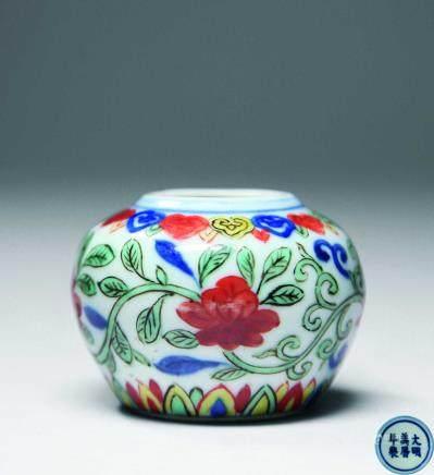 明万曆五彩花卉茶罐
