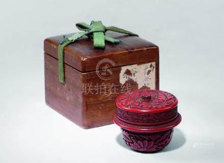 明黄地剔红菊纹釜形香炉
