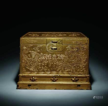 清中期金漆龍鳳紋寶物箱