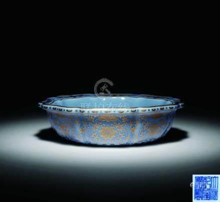 清乾隆藍地描金盤口花形碗