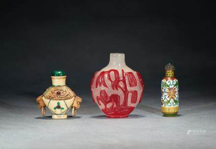 A set of three snuff bottles