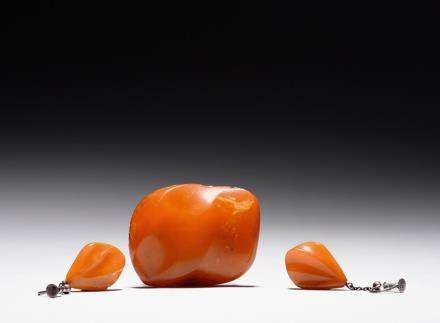 A set of three naturalistic amber jewelry