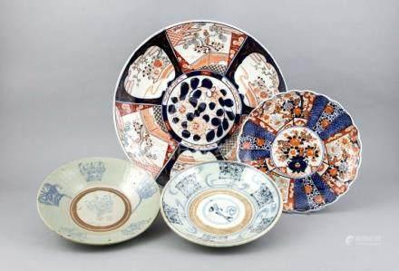 2 Imari plates and 2 conical bowls, Japan/China/Korea, 18th/