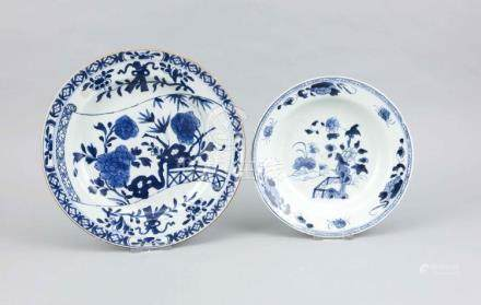 Two blue and white plates, China, 18th/19th c., porcelain pa
