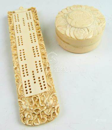19th century Chinese carved ivory Cribbage board with decoration of two dragons, 18.5cm long, and