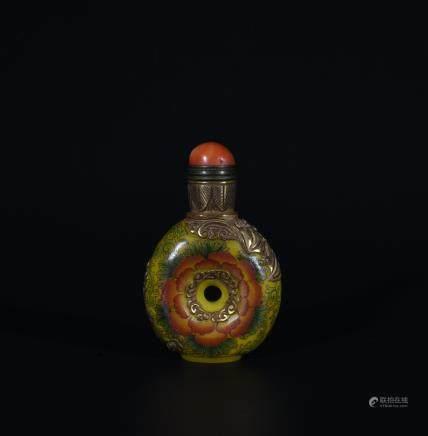 Qianlong Mark, A Painted Snuff Bottle