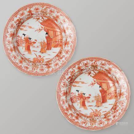 Pareja de platos en porcelana china. Trabajo Chino, Siglo XIX