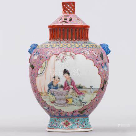 Incensario en porcelana china familia rosa. Trabajo Chino, Siglo XX.