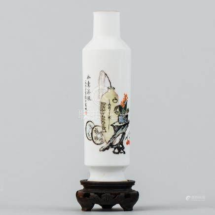 Florerito en porcelana china. Trabajo Chino, Siglo XX.