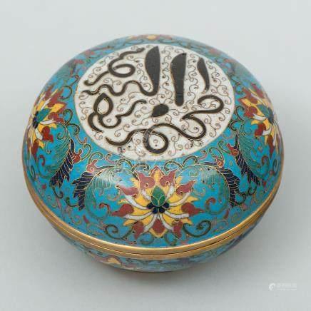 Caja polvera circular en esmalte cloisonné. Trabajo Chino, Siglo XX.