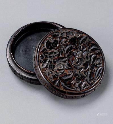 剔黑牡丹纹香盒