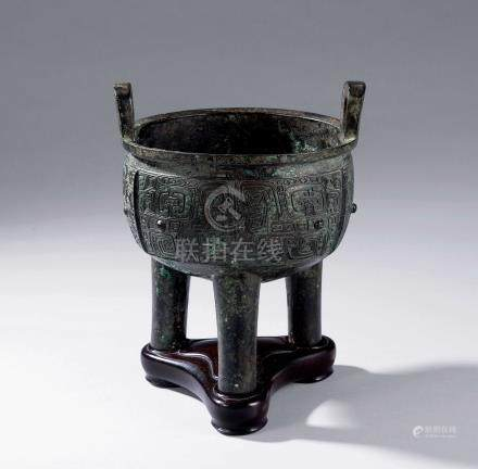 西周 青铜饕餮纹举鼎