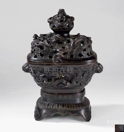 清初 铜制龙凤纹盖炉