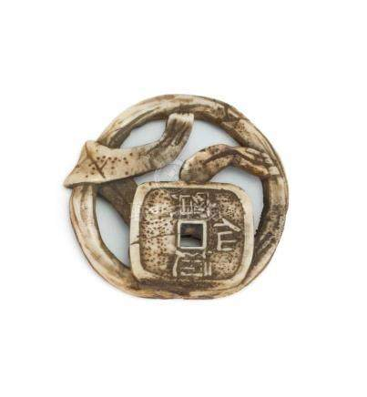 JAPANESE STAGHORN NETSUKE In coin and ribbon design