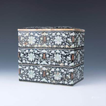 A Three Tiers Porcelain Box