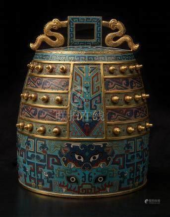 """""""Bianzhong"""" ou """"Cloche chinoise"""" en bronze doré et émaillé à"""