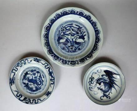 Trois coupes en porcelaine bleu blanc Chine