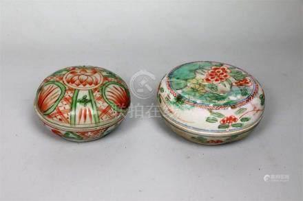 Deux boîtes en porcelaine polychrome Chine