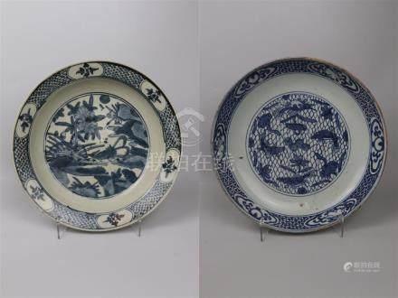 Deux plats en porcelaine bleu blanc  Chine
