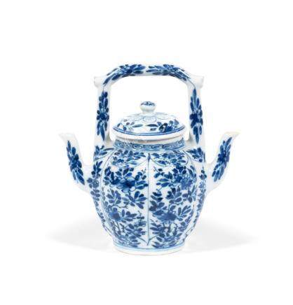 A rare double-spouted ewer and cover Kangxi (2)