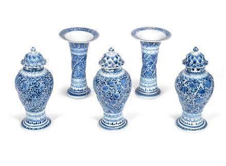 A blue and white five-piece garniture Kangxi (5)