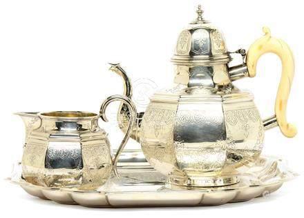 1880年 英國 GOLDSMITH ALLIANCE 銀花卉茶具一套二件 (附鍍銀盤)
